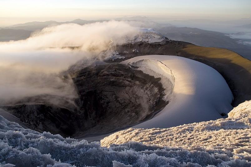 Vue sur le cratère du Cotopaxi en Equateur. Crédit : Julien Freidel