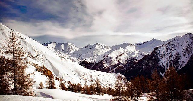 Panorama : La beauté des montagnes françaises en hiver