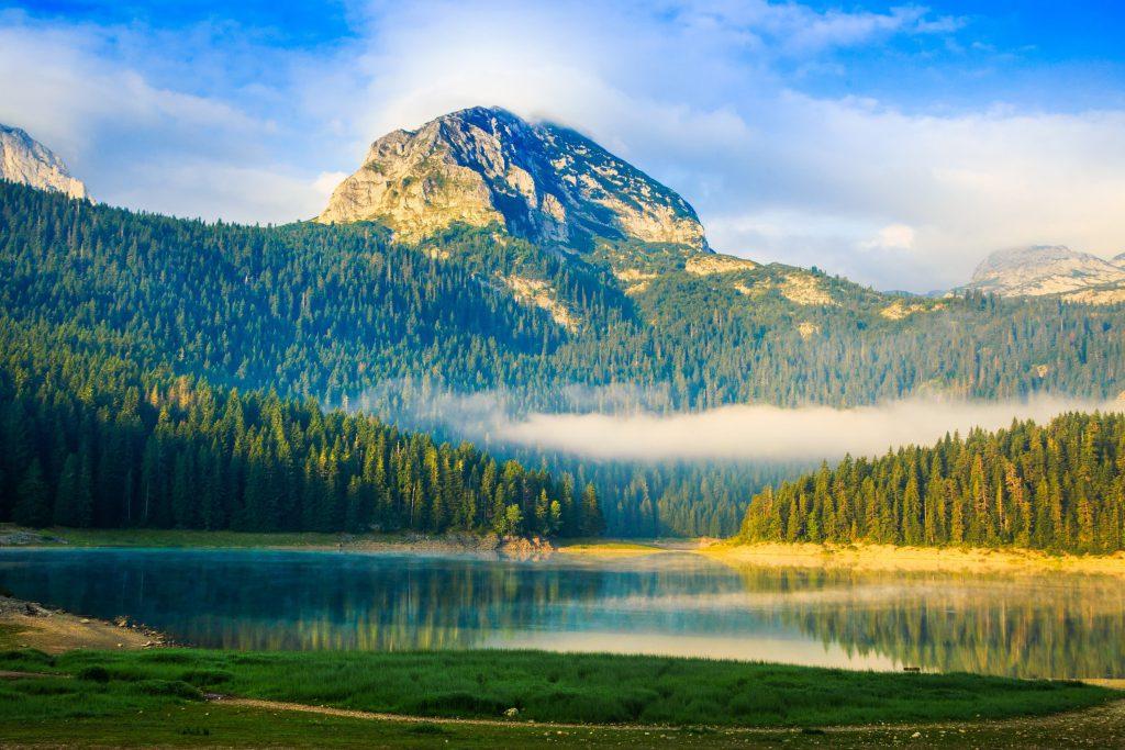 Le lac de Crno dans le Monténégro