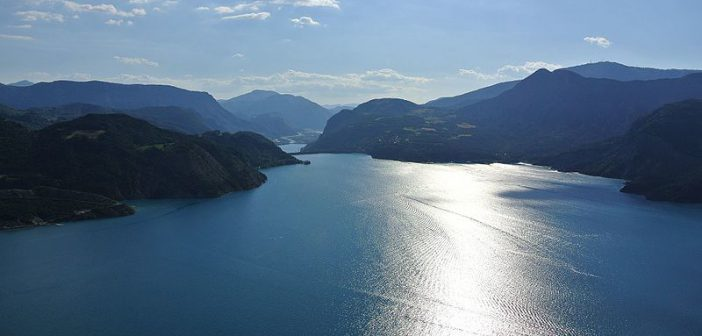 5 photos du lac de Serre-Ponçon, au creux des montagnes