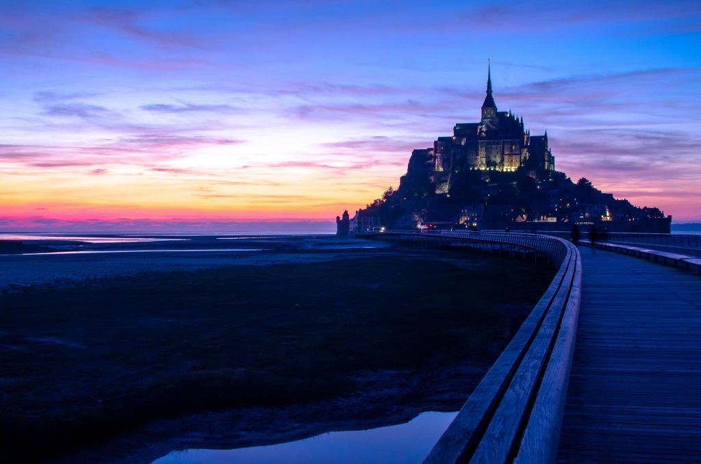 Le mont saint michel au coucher du soleil