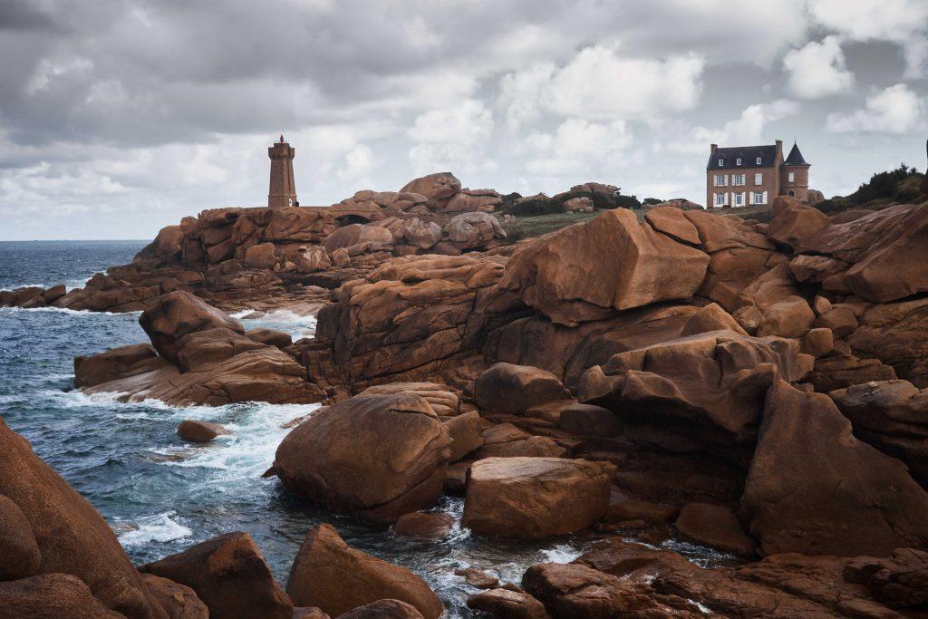 LE phare de Ploumanach sur la Côte de granit rose