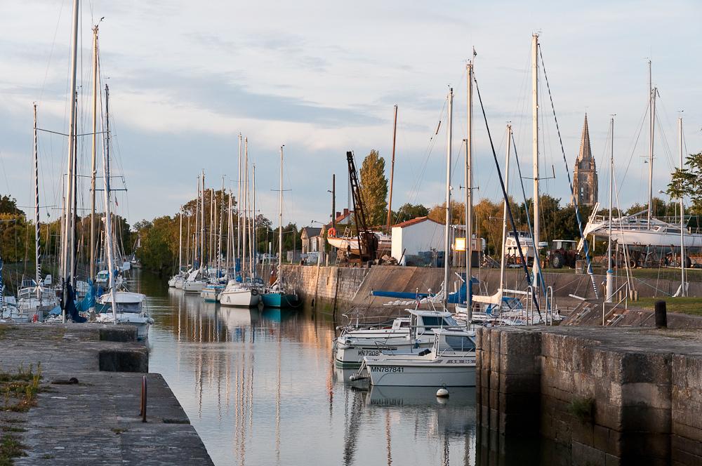 Port de Marennes en Charente-Maritime avec des bateaux de plaisance