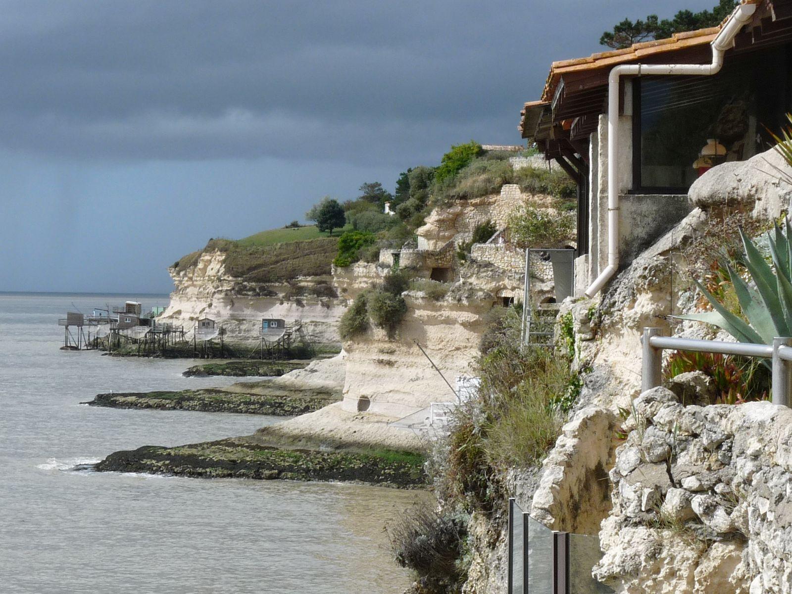 Grottes de calcaire du Régulus, site troglodytique de Charente