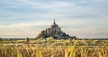 Les champs qui entourent le mont saint-michel