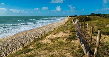 Paysage de la Charente-Maritime avec océan, plage et verdure